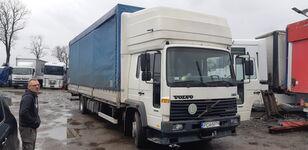 camion bâché VOLVO FL6 15
