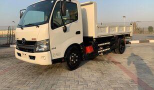 camion-benne HINO 300
