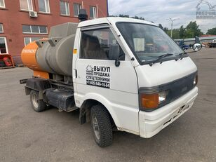 camion de carburant NISSAN vanette