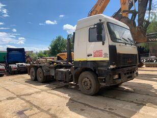 camion porte-conteneur MAZ 6312