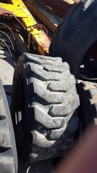 pneu pour mini-chargeuse PNEU  Bobcat